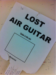 Quelle: http://www.guitarfail.com/lost-air-guitar/